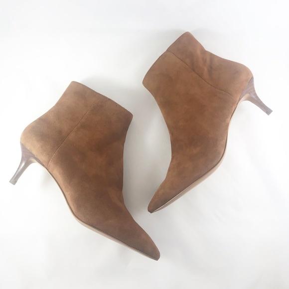 d549112414fa4 Banana Republic Shoes | Nwot Kitten Heel Bootie Size 7m | Poshmark